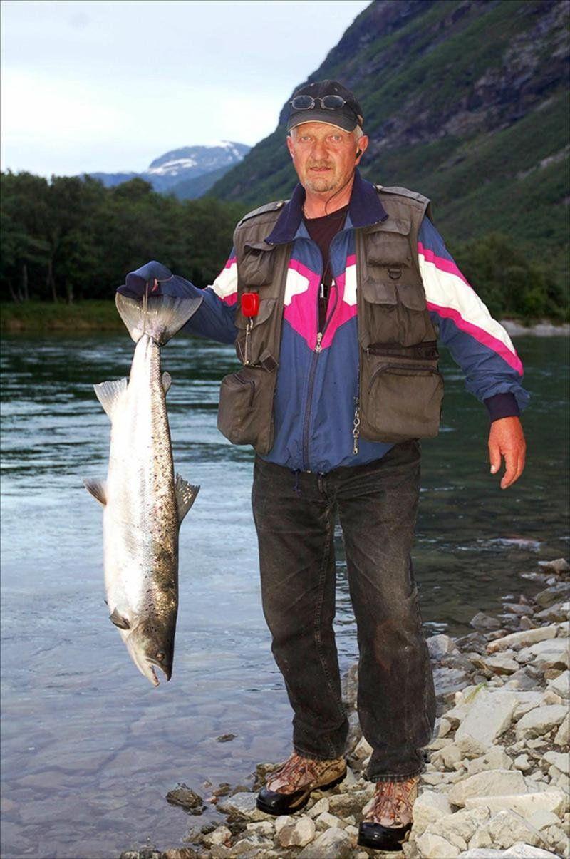 Trøene: Ole Wölner med laks på 7,8 kilo, tatt på flue på Trøene 9. juli.