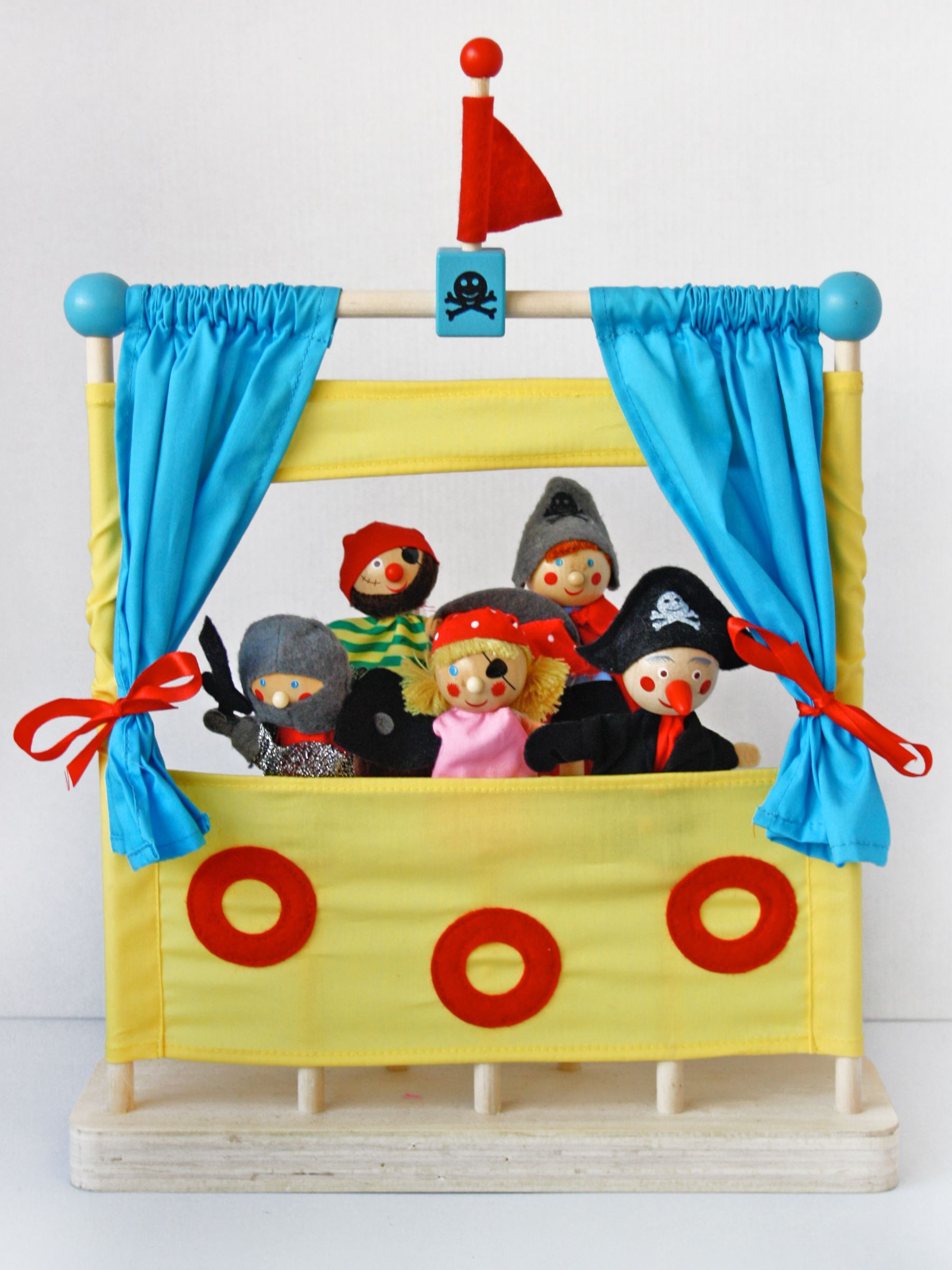 Mocka's Pirate Theatre is a complete puppetry show that