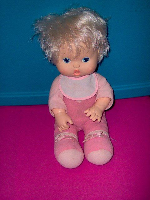 Wipe Your Tears Baby Kenner 1980 I Had This Doll You Feed Her Water From A Bottle Squeeze Her Tummy And She Cries Real With Images Baby Dolls Dolls Vintage Toys