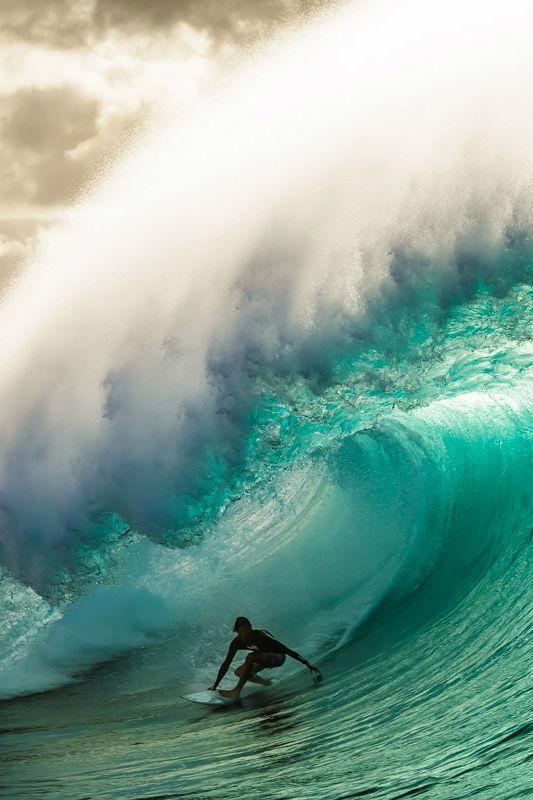 Tyler Newton at PipelinePhoto: Rafaski #surfsup