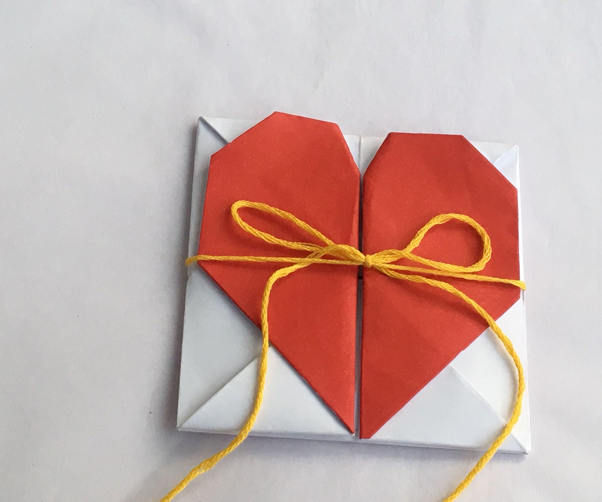 Оригами и открытки, надписями про политиков