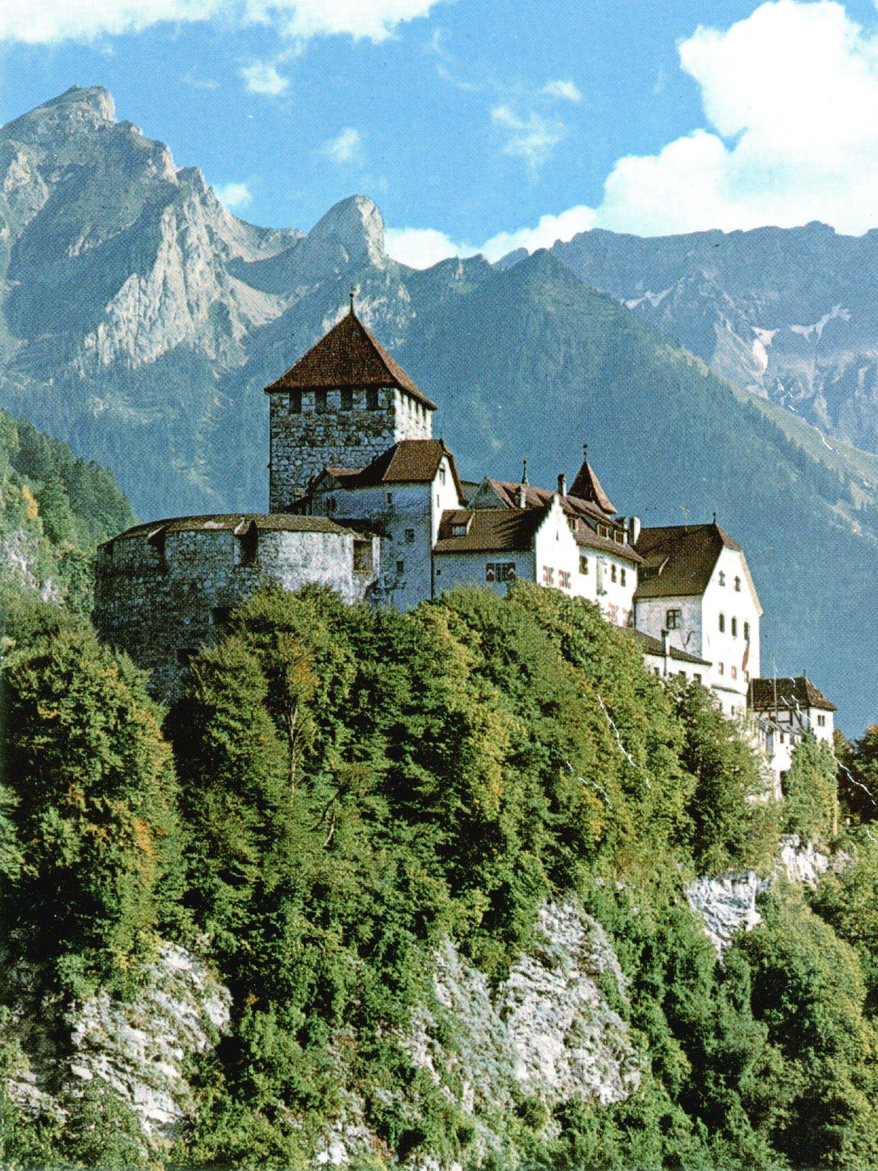 Vaduz Castle Leichtenstein Postcard Schone Orte Orte Reisen