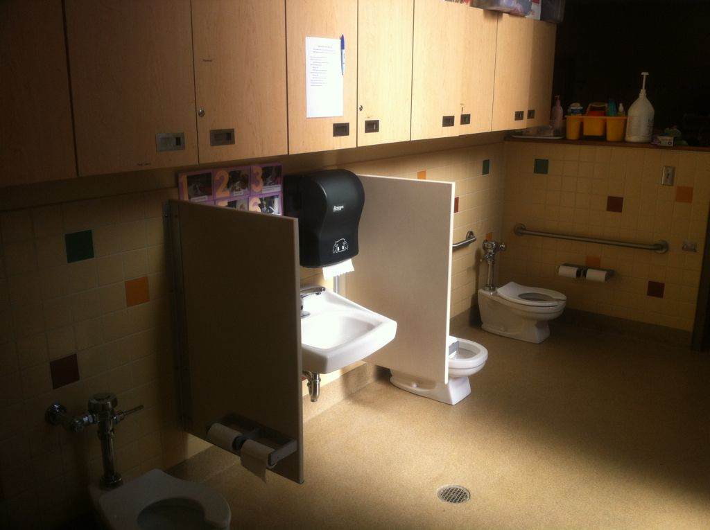 Shared Bathroom Between Preschool Classrooms I Like The Idea But Would Want A Little More Privacy For The C New Classroom Shared Bathroom Preschool Classroom