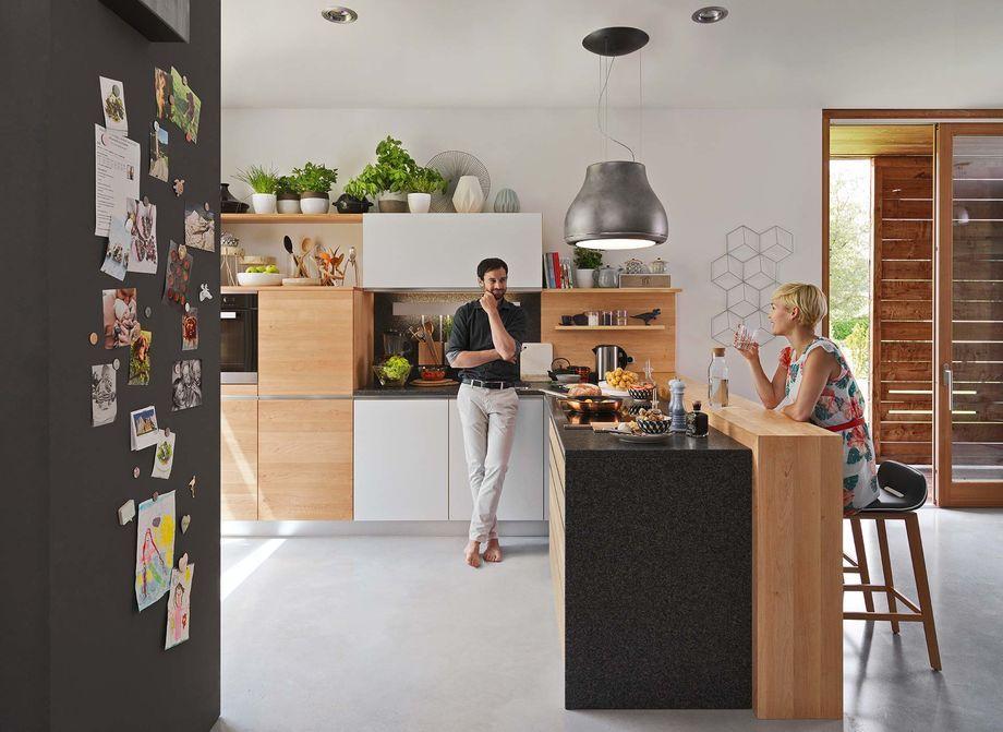 Vollholzkuche L1 Mit Barelement Und Ark Barhocker Deco Kitchen
