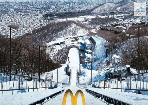 El payaso de McDonald´s esquiando