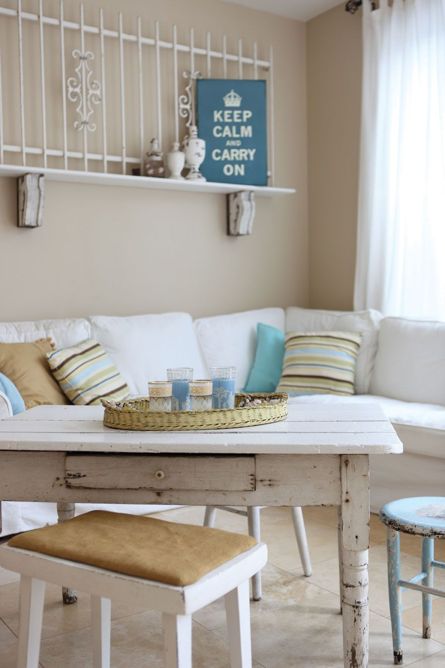 Keep Calm And Carry On Shabby Chic Living Chic Bedroom Decor Chic Living Room