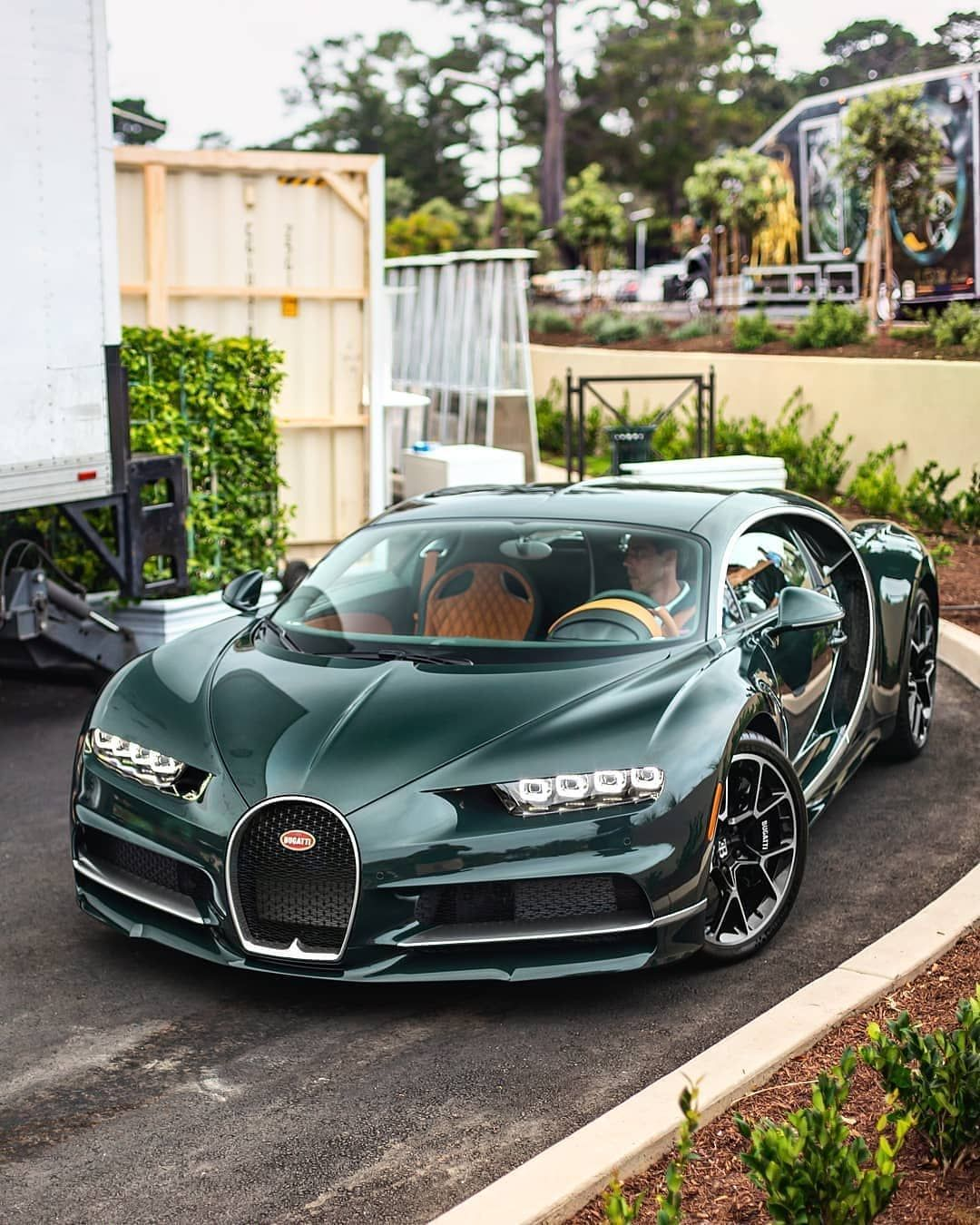 Bugatti Sport: Green Carbon Chiron. ♻️ How Do You Like This Spec ? 💸