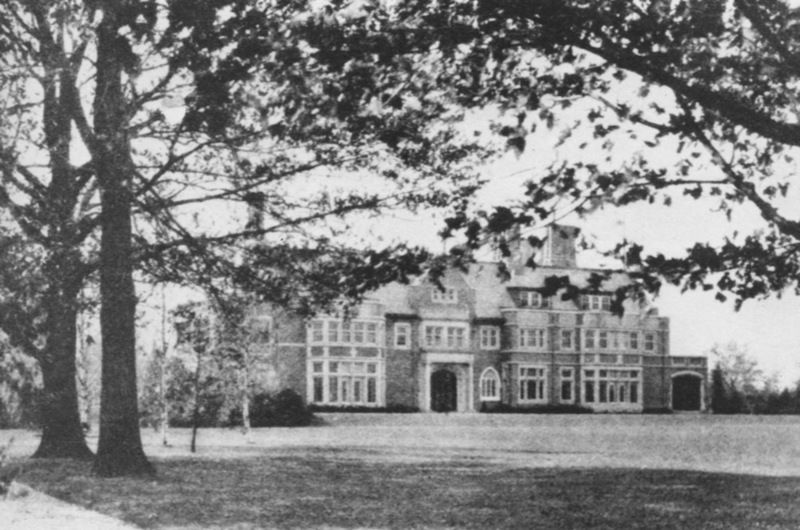 In The Early 1900s Wealthy Clevelanders Escaped From The Pollution And Congestion Of Downtown To Th Cleveland Heights Ohio Cleveland Heights American Mansions