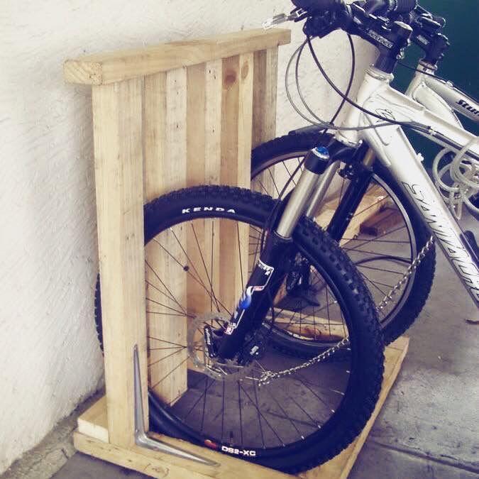 pin von upe sanchez auf palets y cajas pinterest fahrradst nder fahrrad und garage. Black Bedroom Furniture Sets. Home Design Ideas