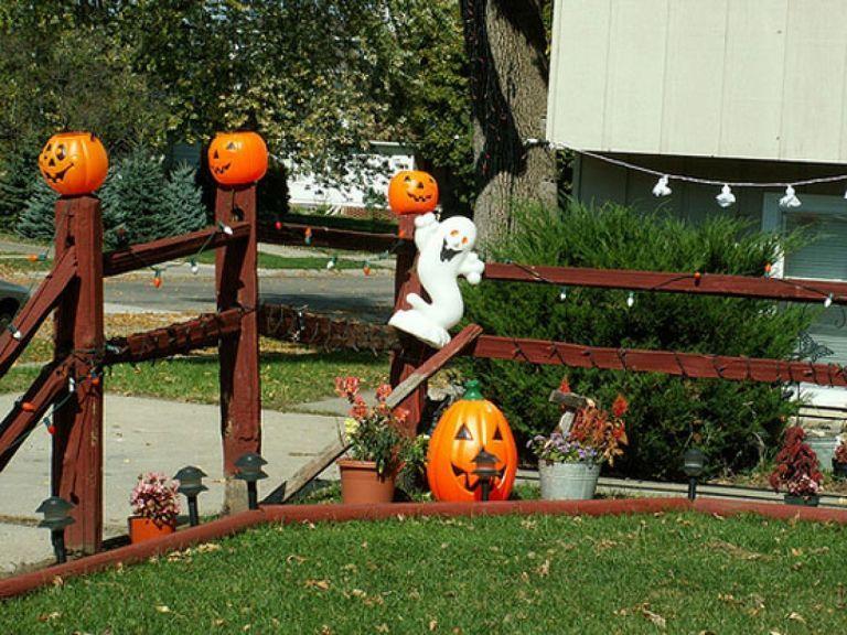 Outdoor Halloween Decor 39 Outdoor Halloween Halloween Yard Decorations Cute Halloween Decorations