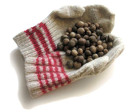 anu tuominen. jäniksenmarjoja (papanat) / rabbit berries (droppings)