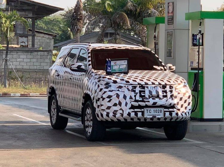 India Bound 2021 Toyota Fortuner Facelift Spied For The First Time In 2020 Toyota Toyota Innova Mid Size Suv