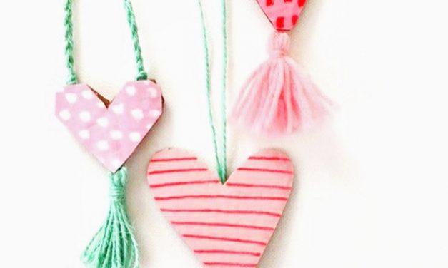 Manualidades De Cartón Fiestas Y Cumples En 2021 Collares De Corazón Como Hacer Collares Manualidades Recicladas Para Niños