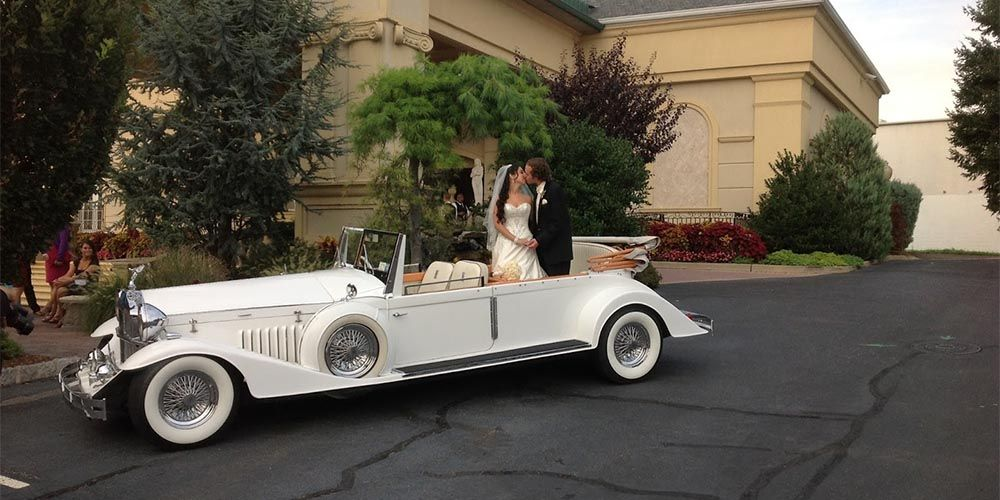 Reduce The Stress Of Guests Navigating On Their Own While They Fully Enjoy The Wedding With Drinks And D Wedding Limo Service Wedding Limo Miami Wedding Venues