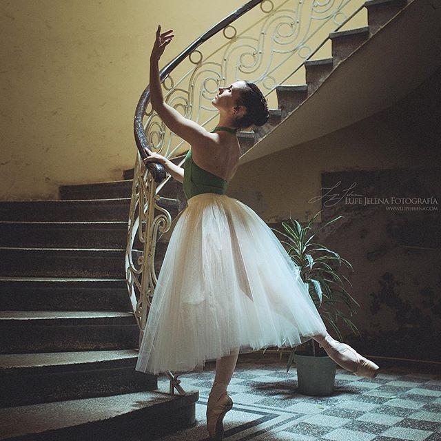 Iratxe Beorlegui Olasagasti, primera solista de la Compañia Nacional De Danza de México. Foto: Lupe Jelena #ballerina #bailarina #dancer #dance #danse #dança #ballet #pointeshoes #capezio #pointe #talented #talent #talentedgirl #legs #strength #beauty #tattoo #tattoedballerina #mexico #basquegirl #spanish  www.lupejelena.com