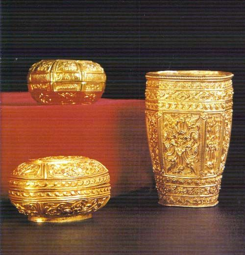 thai gold  artifacts | ... Thai gold ornaments on Pinterest | Antique gold, King and Gold bangles