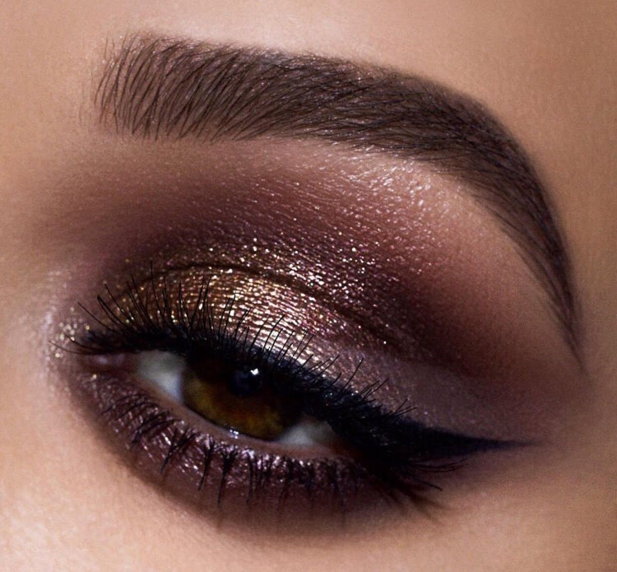 Beautiful, bronze eye look was made with the Pat McGRATH