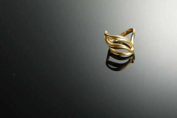 Burrs ring by Allan Scharff (gold)