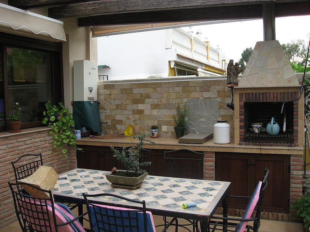Pin de cristina mart n en patio pinterest espacios de for Barbacoa patio interior