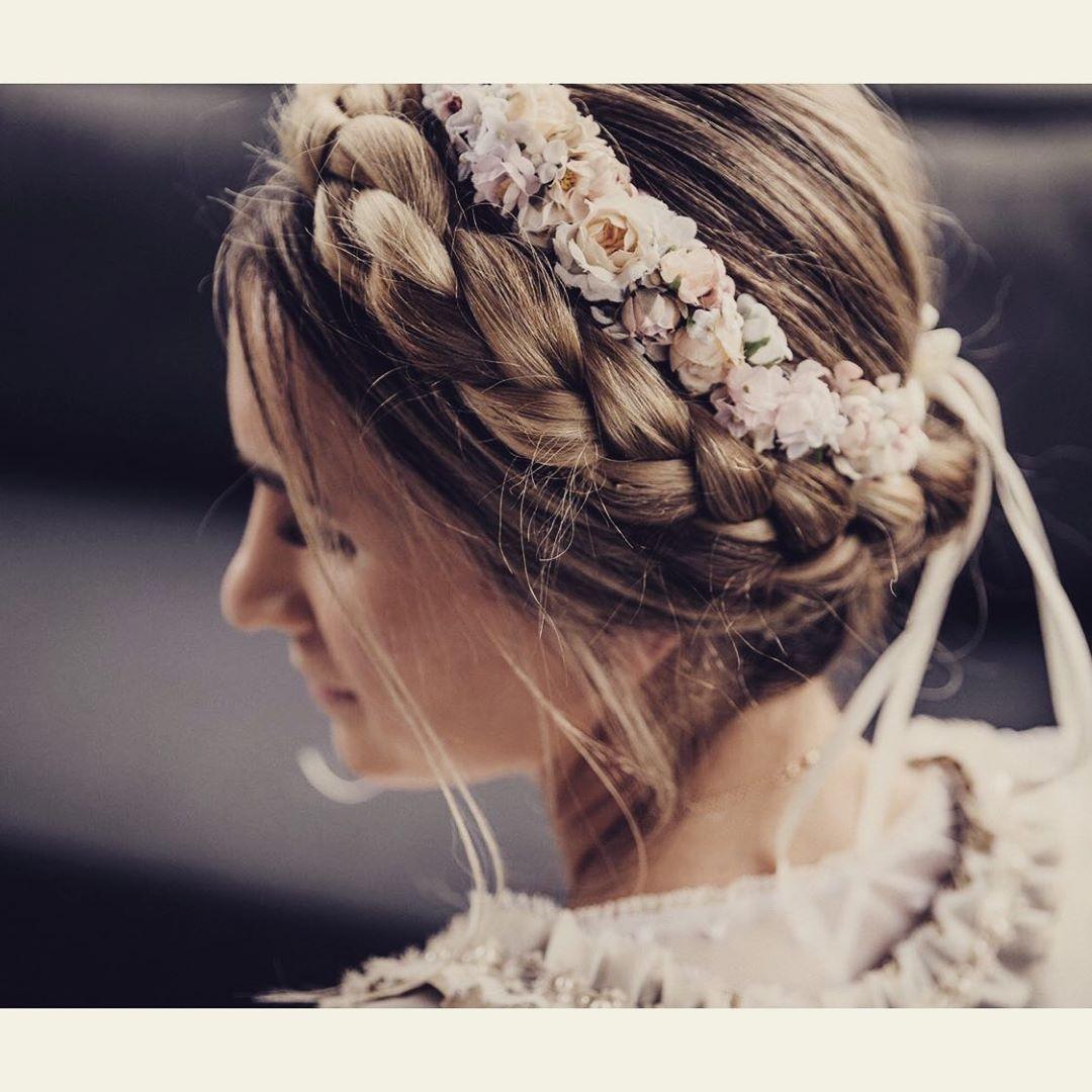 Weddingtime Frisur Blumenkranz Brautfrisuren Schleierkraut Flechtfrisuren Mit Blumenkranz