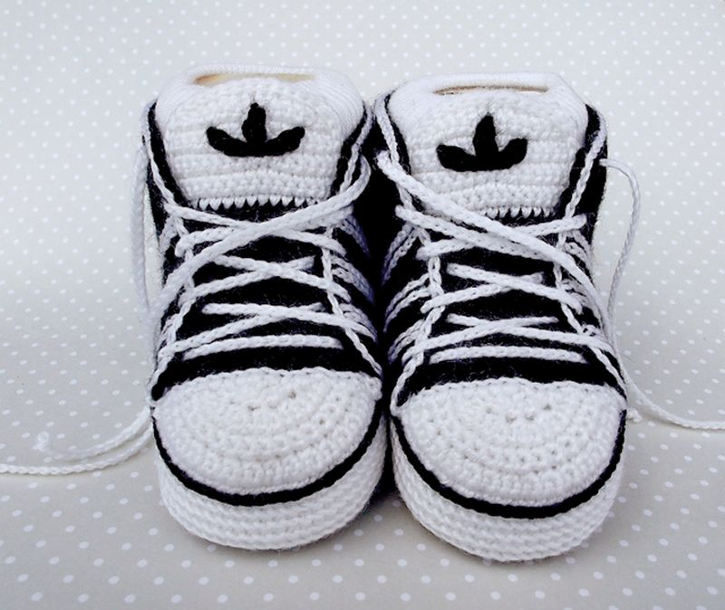 Cute sneakers, free pattern on Ravelry | zapatos de bebe | Pinterest