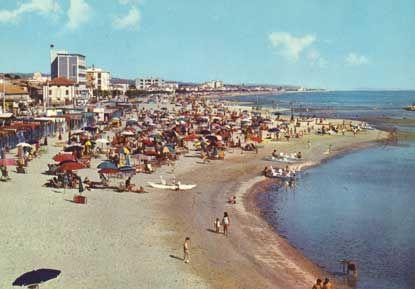 Senigallia :Spiaggia di Ponente.....Riviera Adriatica. Marche. Italia. :-)