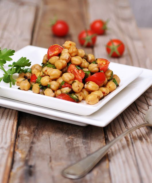 chickpea tomato salad w/ parsley and mint