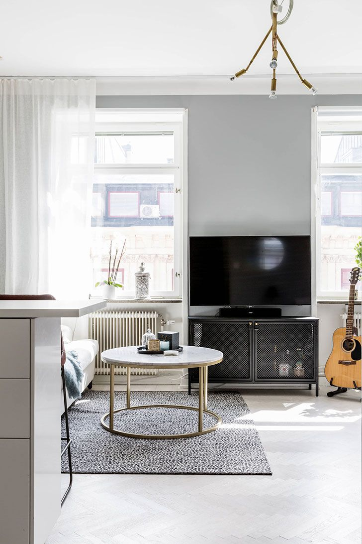 Compact studio apartment in Stockholm (26 sqm | Interiors online and TVs