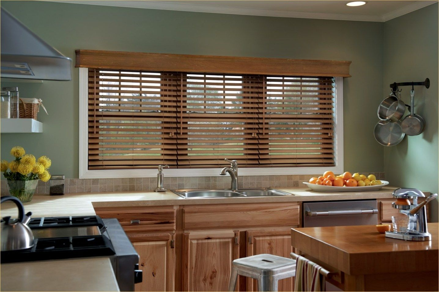 9 Stunning Oak Kitchen with Blinds Ideas - DecoRecord  Wooden