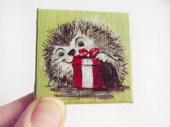 mini dipinto su tela formato quadrato 5 x 5 di GabLabmadeinItaly. miniature art# miniature painting# puppy hedgehog# original painting