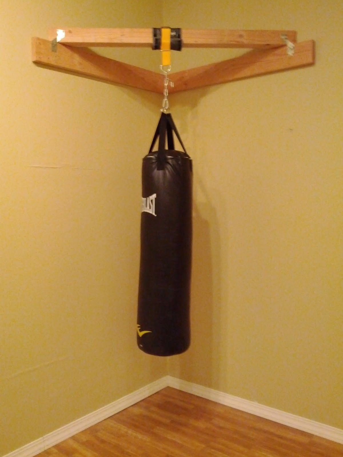 how to hang up a heavy bag