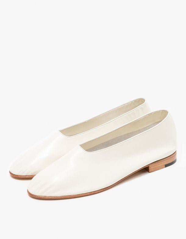 From Martiniano, modern white flats in Panna. Love these shoes!