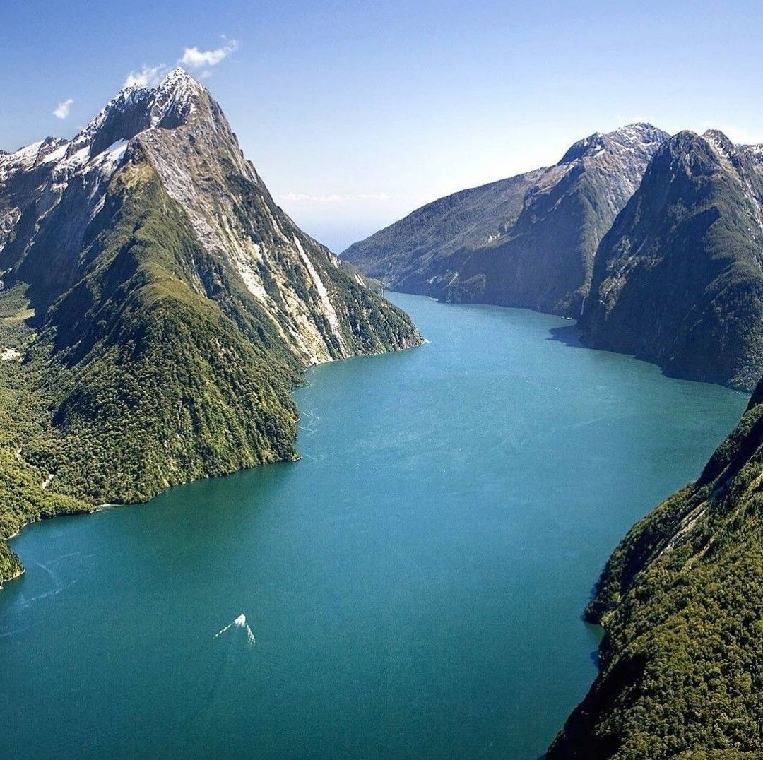 By  or by ? Pic: @_travelbible - Milford  #milford #milfordsound #nz #newzealand #southisland #nature #scenery #flight #boat