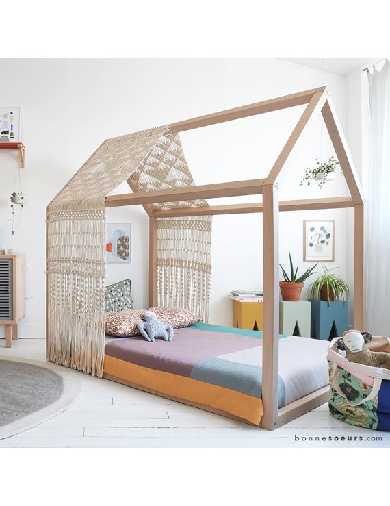 le vritable lit maison estampill bonnesoeurs on craque pour ce lit maison appel galement lit cabane en bois de htre massif dune qualit