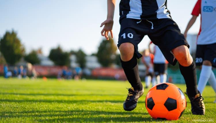 20 نصيحة لتصبح لاعب كرة قدم محترف Riyadiyatv الدوري السعودي In 2021 Soccer Ball Soccer Sports