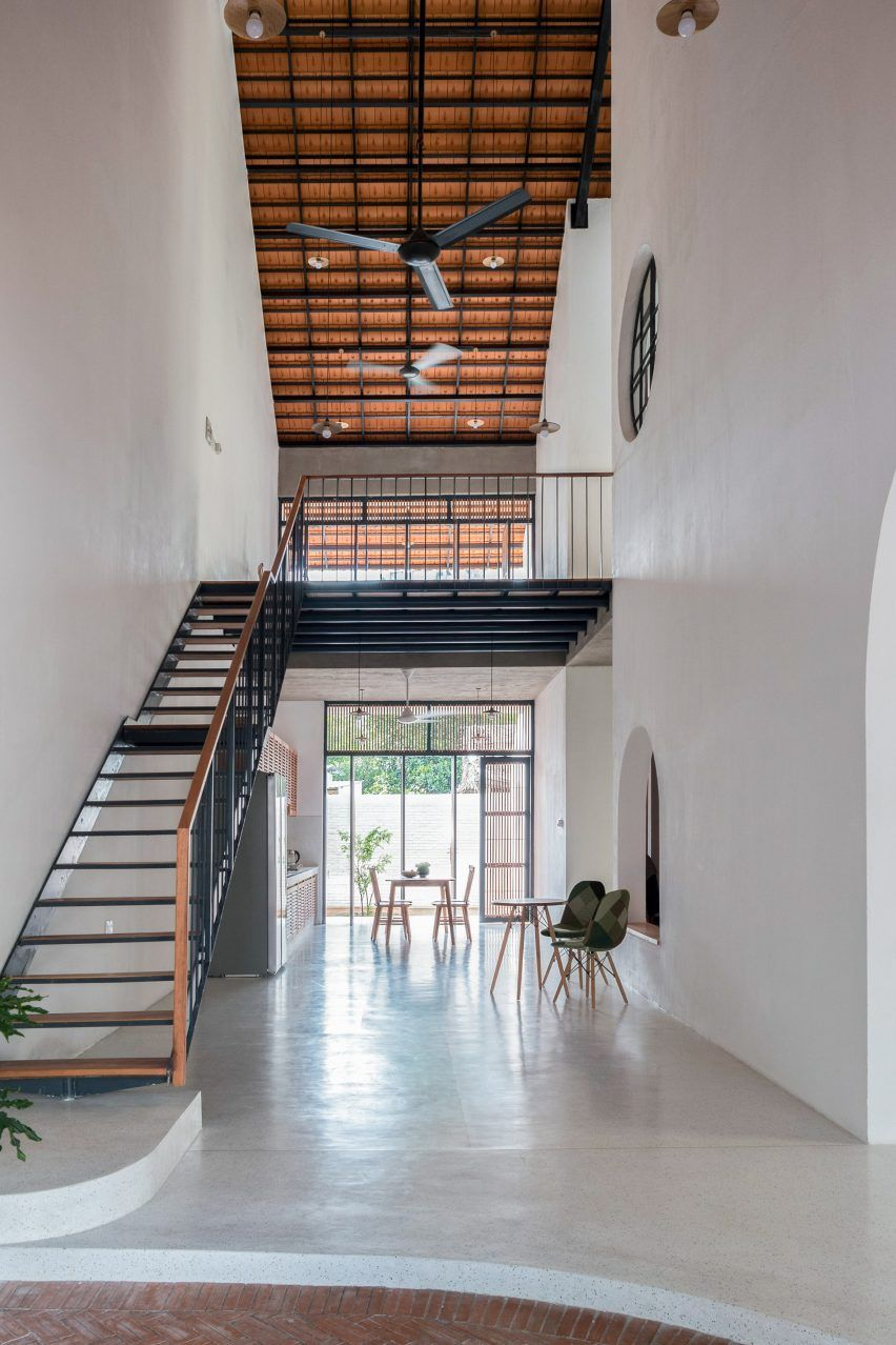 K59atelier S Tile Roof House Takes Cues From Traditional Vietnamese Homes House Roof Architecture Model House Roof Design