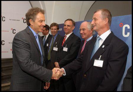 """JYSK var i 1999 medstifter af The Forest Trust, som investerer i skovområder og fabrikker, der lever op til strenge sociale og miljømæssige standarder. I 2001 modtog JYSK prisen """"Gift to the Earth"""" af Verdensnaturfonden for arbejdet med TFT; et arbejde JYSK også modtager anerkendelse for fra daværende premierminister i Storbritannien Tony Blair."""