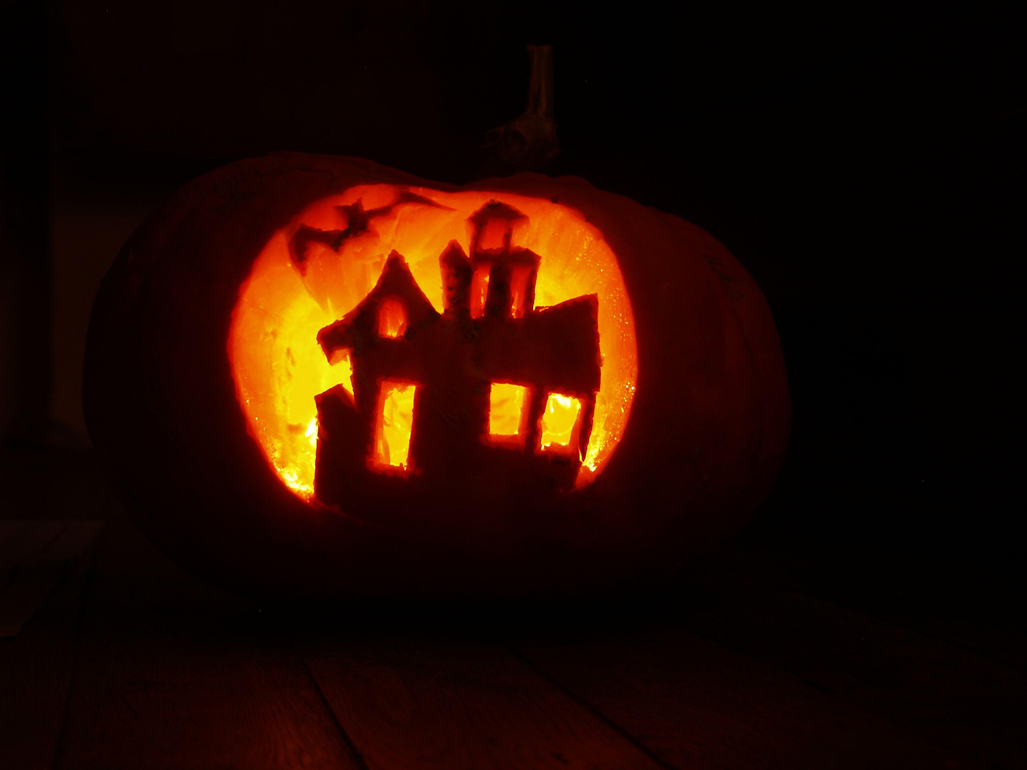 Haunted house | Halloween | Pinterest | Haunted houses, Pumpkin ...