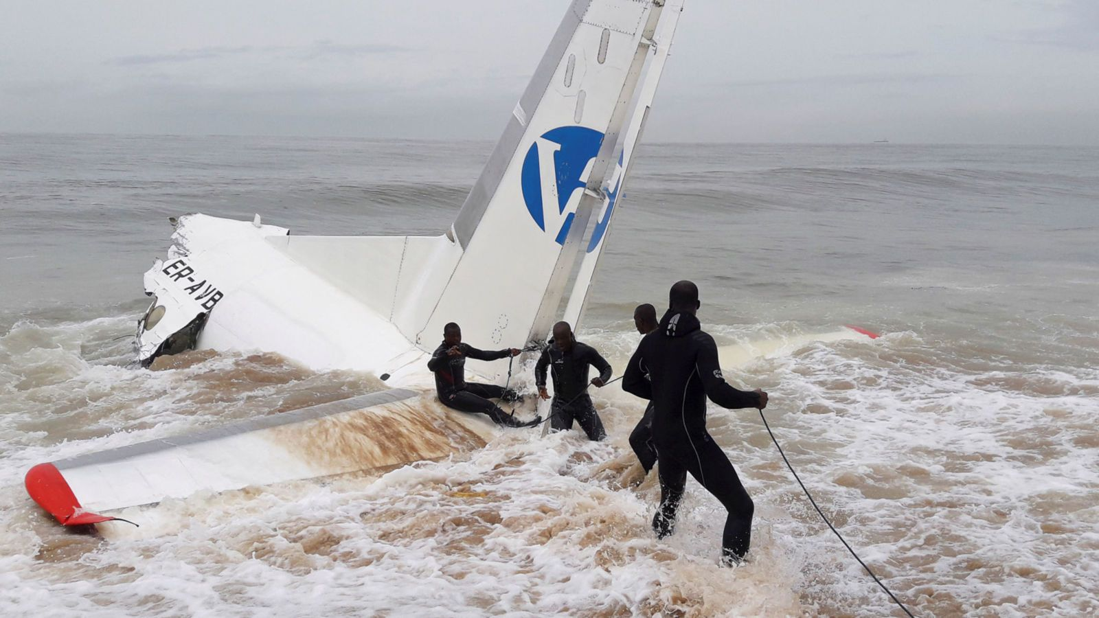 A plane chartered by the French military to transport goods for an anti-jihadist operation has crashed into the sea off Ivory Coast.  Four people, all from Moldova, died, and a further six, some of whom are French nationals, were injured. The Antonov propeller cargo plane came down close to the... - #Coas, #Crashes, #French, #Ivory, #Military, #News, #Plane