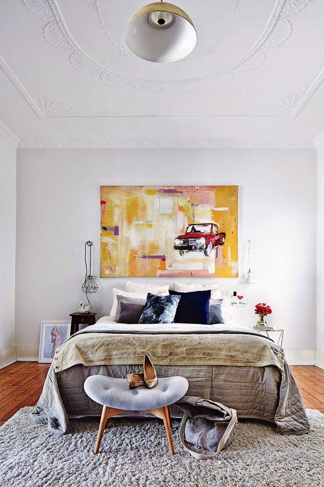 Decoration chambre en tons gris et océan le linge de lit contraste avec la décoration lumineuse