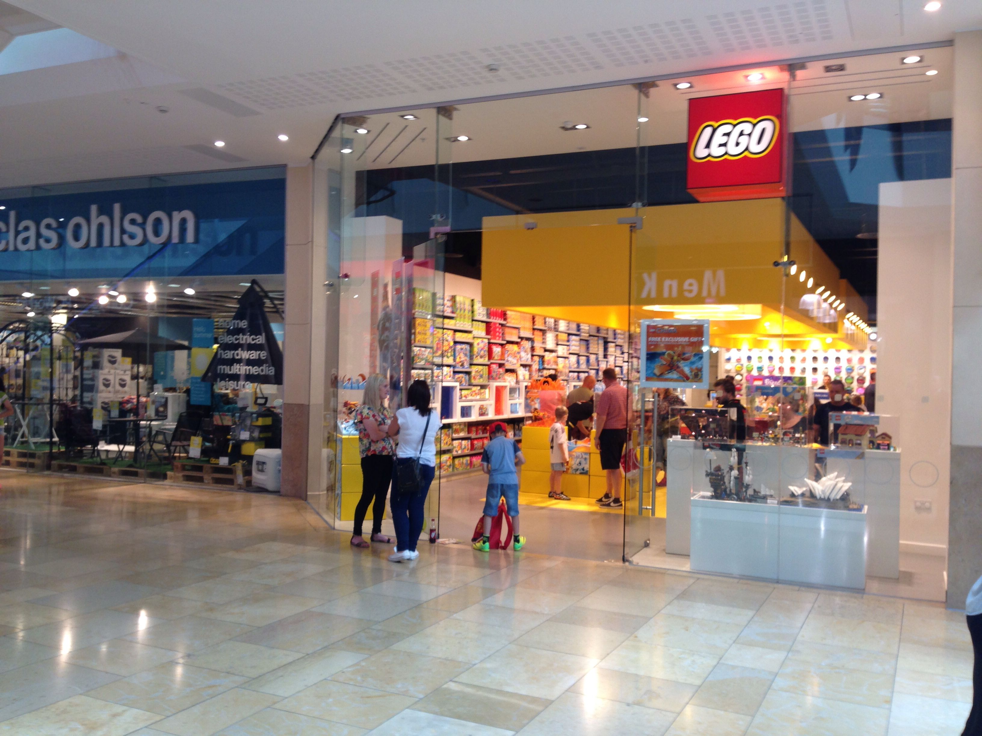 Lego store cardiff wales lego stores pinterest lego for Lago store outlet