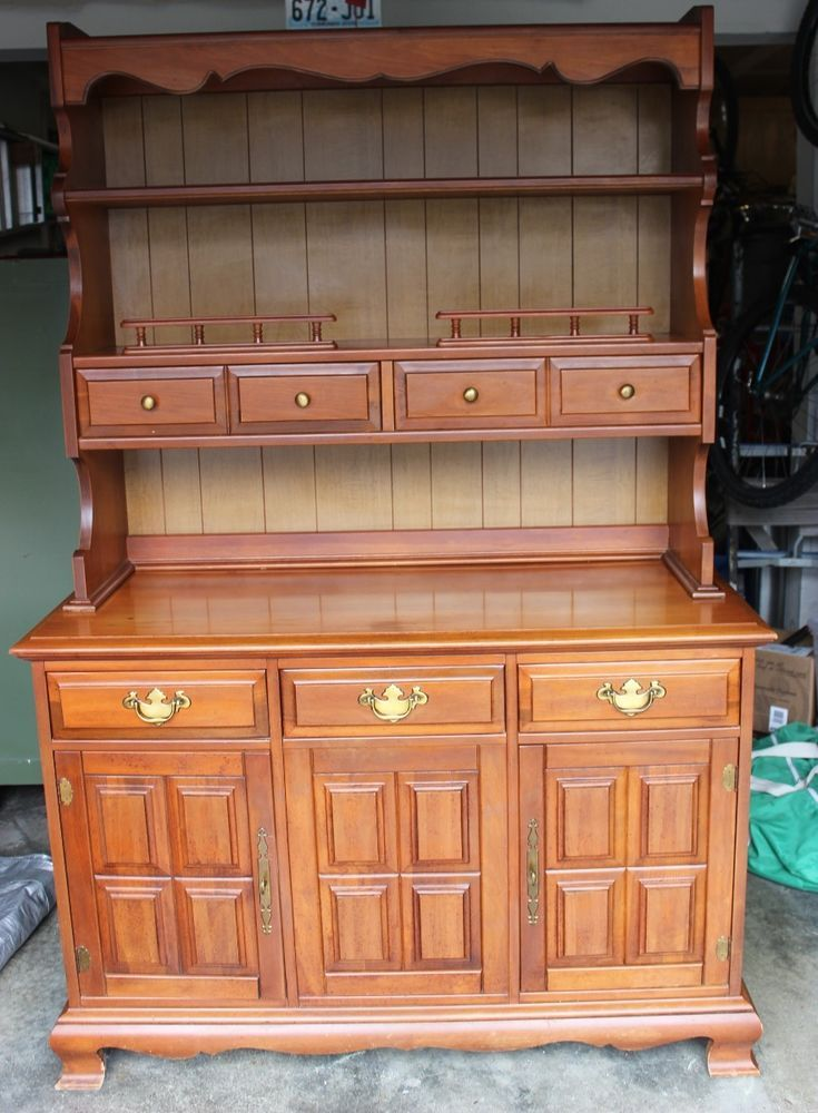 Large Stanley Furniture Country Maple China Hutch Cabinet Buffet Solid Wood Dining Room