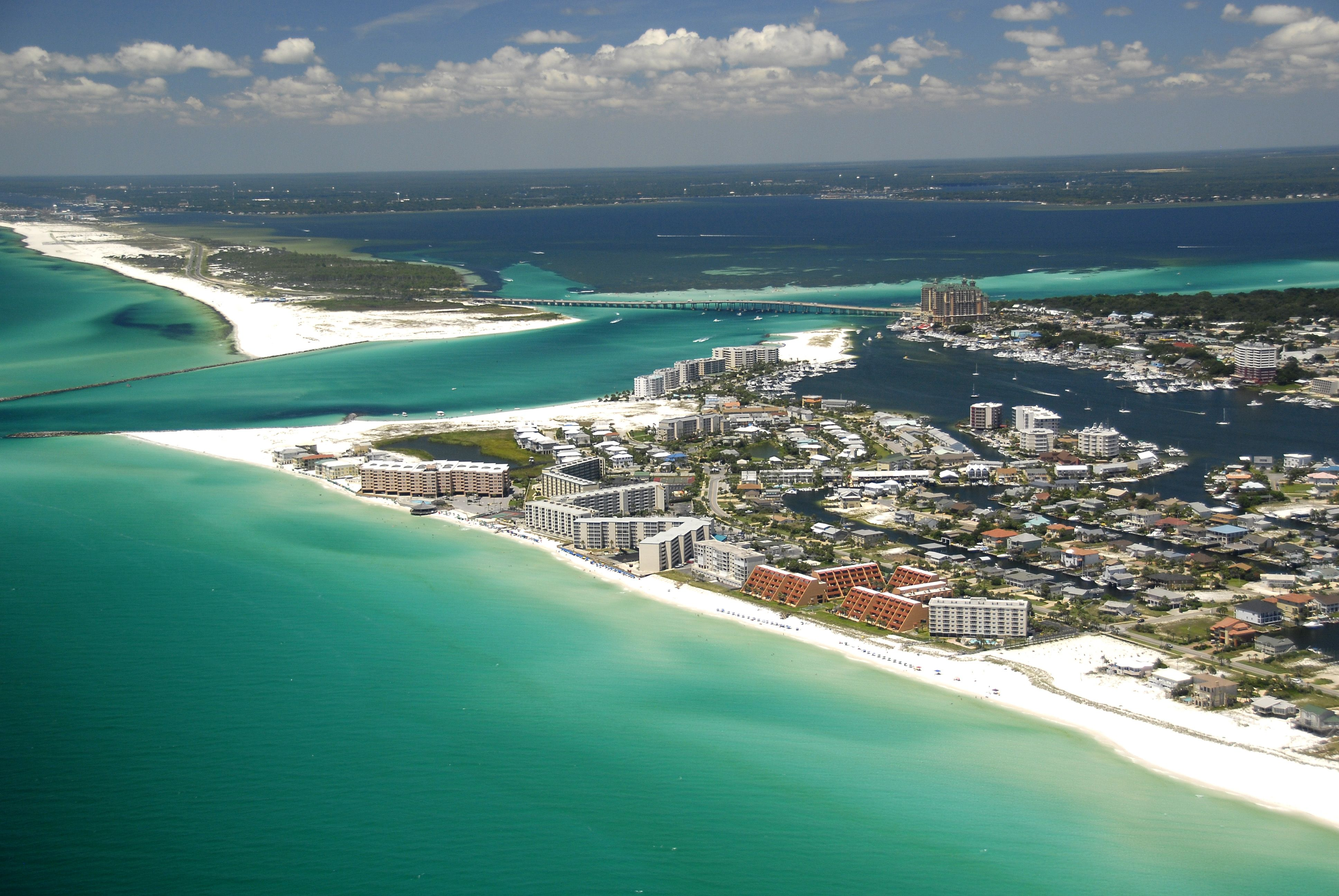 Stunning White Beaches Challenging Golf And World Famous Fishing Define The Emerald Coast City Of Destin Visit Florida Florida Attractions Best Places To Live