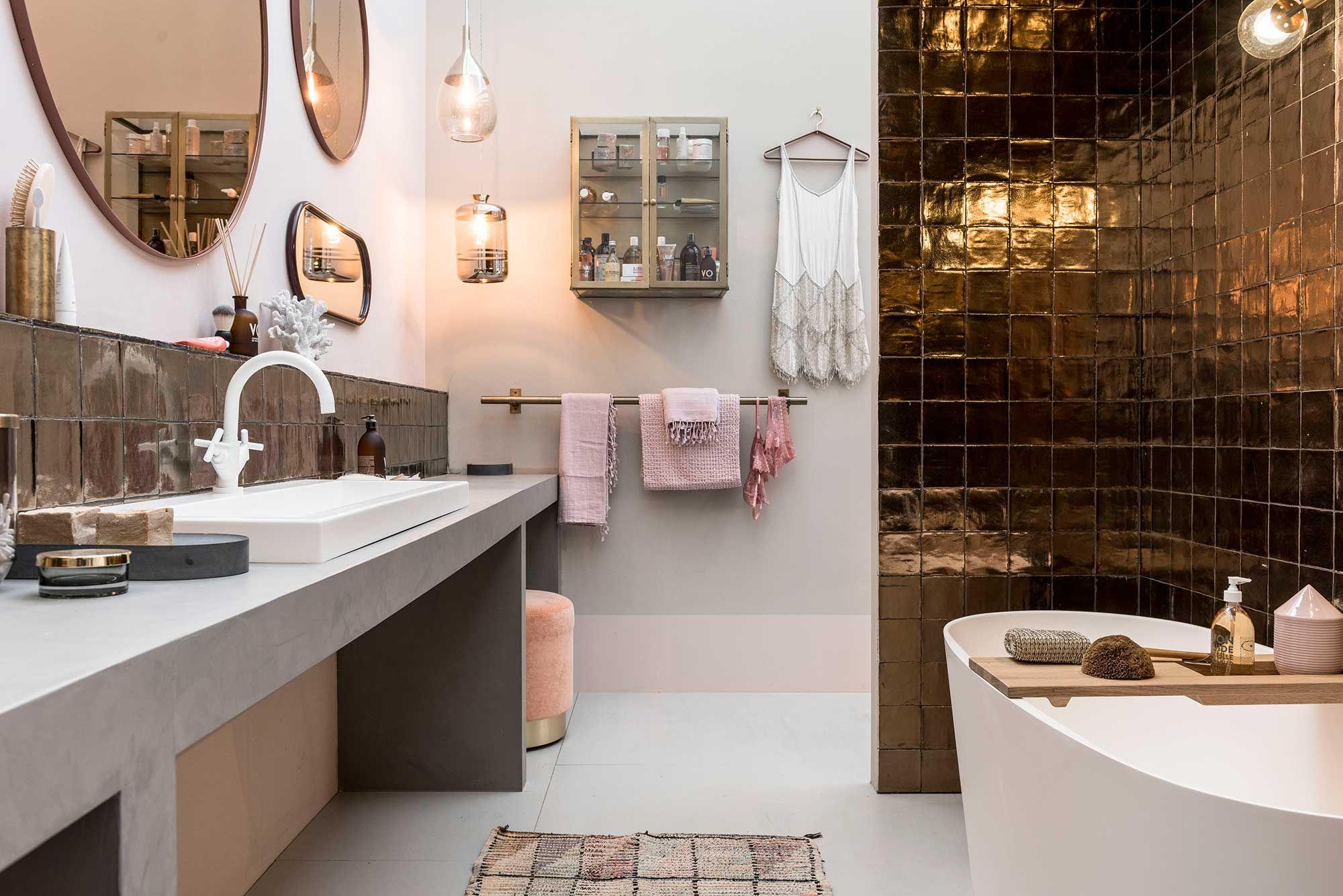 Vt Wonen Badkamer : Vt wonen design beurs wandtegel villa dark gold metallic