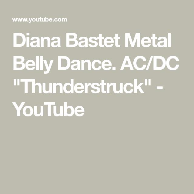 Ela faz a Dança do Ventre de forma hipnotizante ao som de