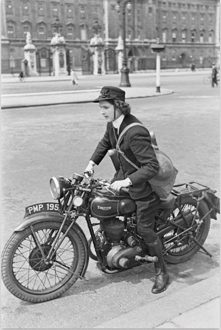 Wren Dispatch Rider outside Buckingham Palace, London, WW2.