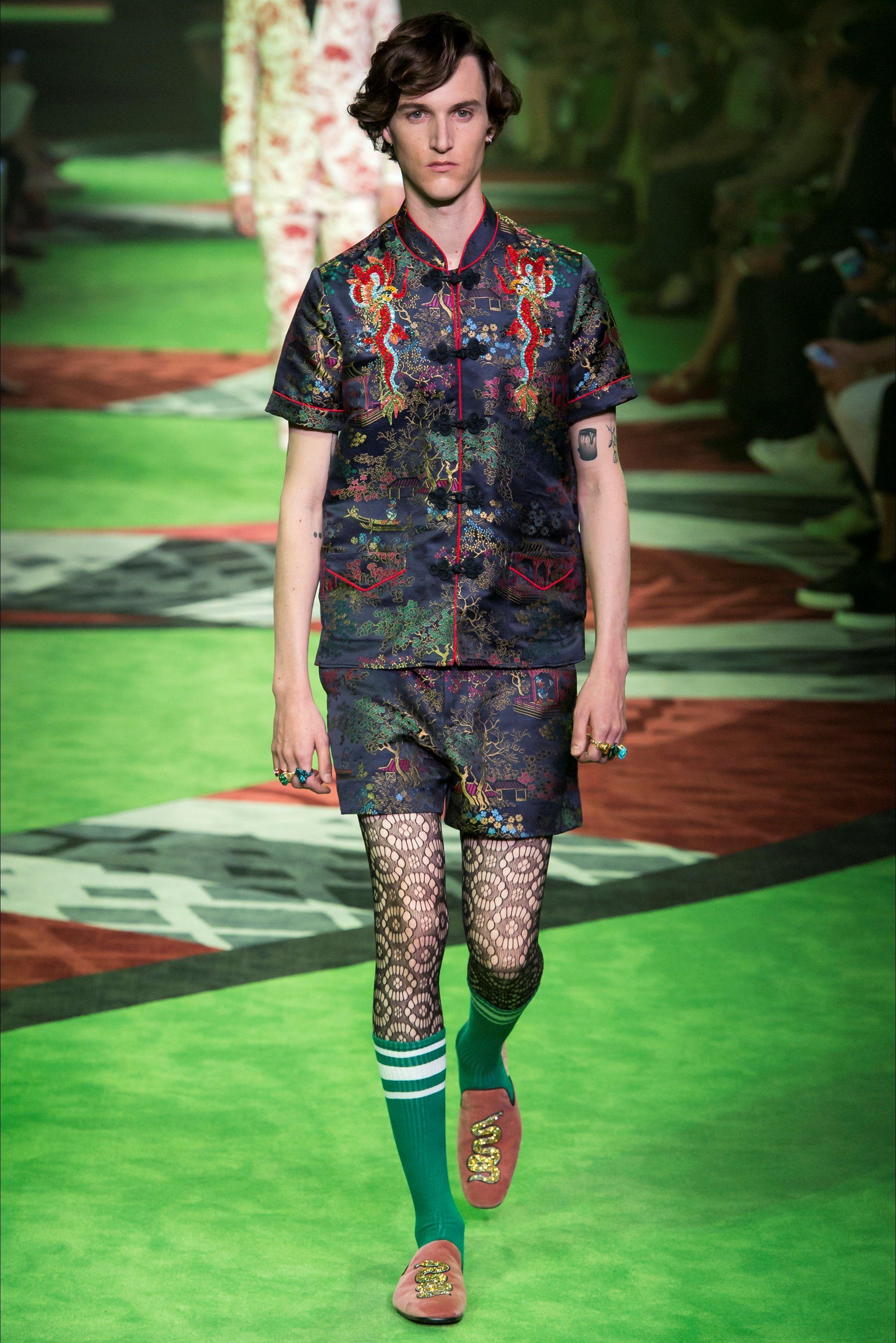 Sfilata Moda Uomo Gucci Milano - Primavera Estate 2017 - Vogue  4d8b89a15f76