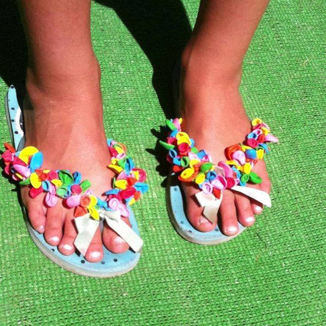 Zapatillas hechas con globos
