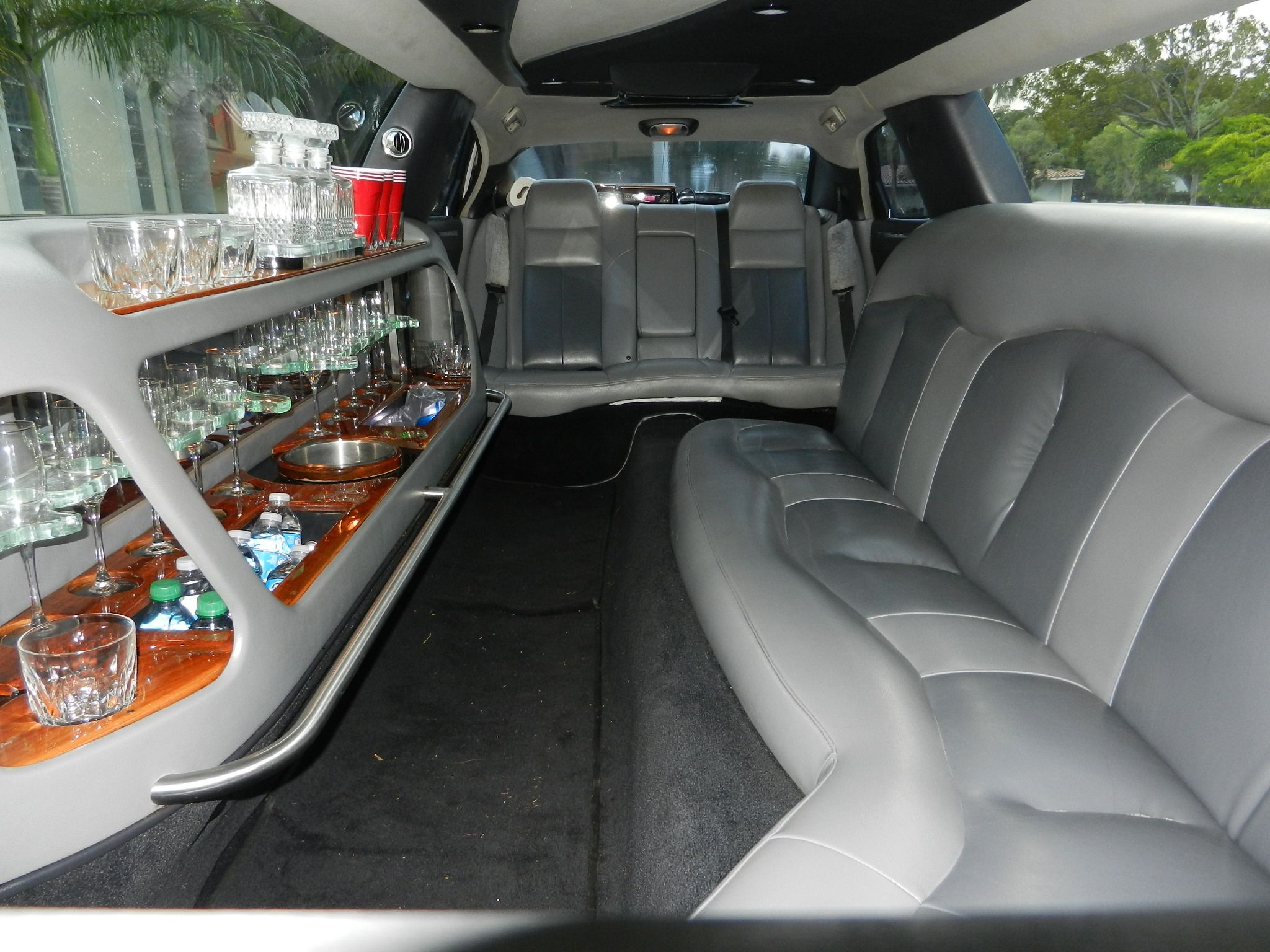 http://www.ftlauderdalelimo.biz/fort-lauderdale-limos/ Seats 8 10 12 passenger side luxury limos 100″ – 130″ of luxury stretched limo entertainment Privacy Divider Dual AC Control