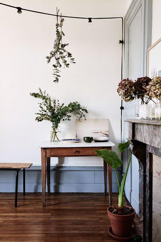 Elegant Schlicht eingerichtetes Esszimmer mit sch ner nat rlicher Deko Esszimmer einrichten Natur Deko